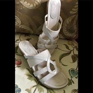 Mootsies tootsies beige slide sandal size 8